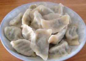 蒜苔猪肉馅儿的饺子比起韭菜要爽口的多!
